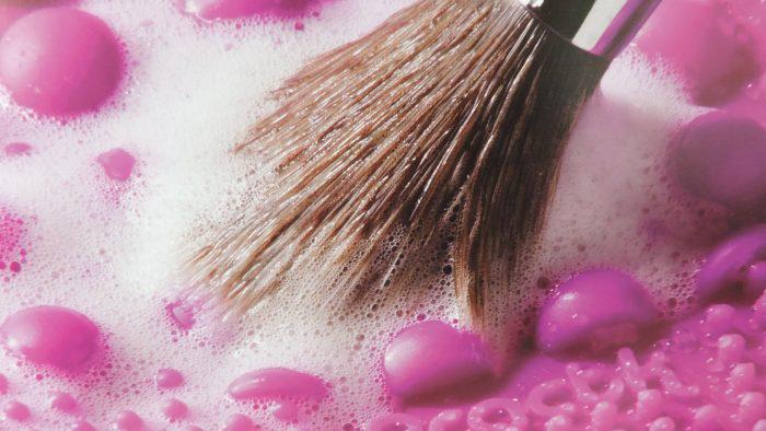 Frühjahrsputz Pinsel waschen